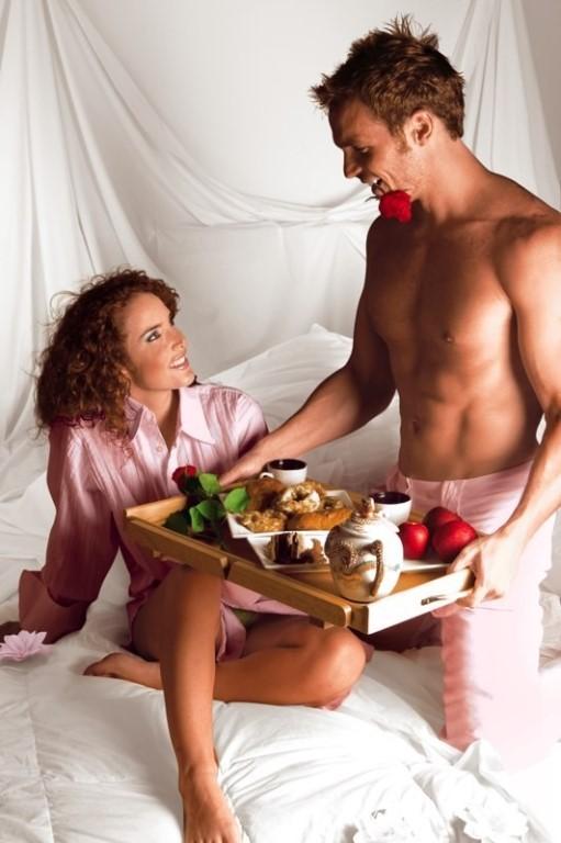Открытка кофе в постель женщине, утра